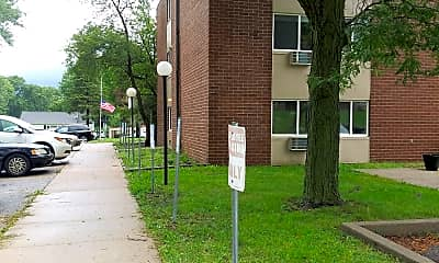 Crossroads Square, 2