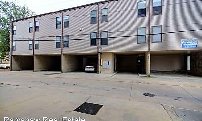 Building, 706 S Locust St, 1