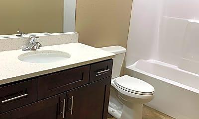 Bathroom, 904 Commerce Dr, 2