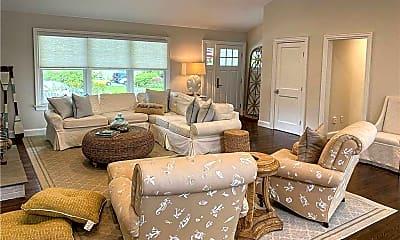 Living Room, 32 White Oak Ln, 1