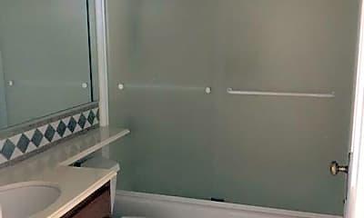 Bathroom, 915 S 23rd St, 2
