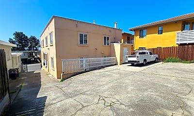 Building, 9822 MacArthur Blvd, 2