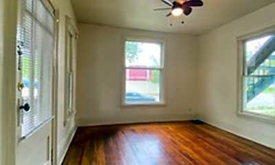 Living Room, 1002 W Franklin St, 1