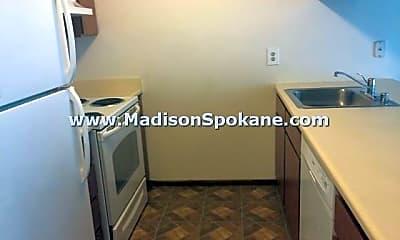 Kitchen, 515 E Hawthorne Rd, 1
