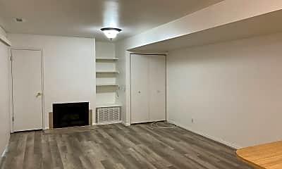 Living Room, 1660 Woodland Dr, 1