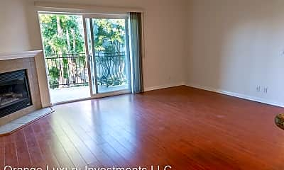 Living Room, 1731 Corinth Ave, 2