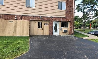 Delores Apartments (East Ridge Apartments), 2
