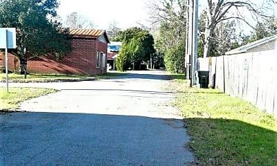 534 Lafayette Alley, 2