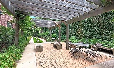 Patio / Deck, 301 Oak Grove St 211, 2