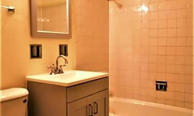Bathroom, 15034 Doctor M.L.K. Jr Dr 7, 2