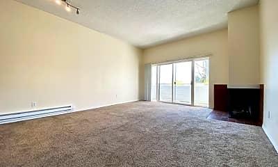 Living Room, 804 Market St, 1