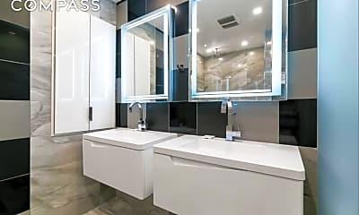 Bathroom, 634 Washington St GA, 2