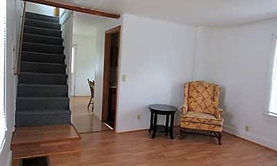 Living Room, 467 Elm St, 2