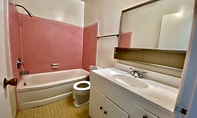 Bathroom, 202 S Del Mar Ave, 2