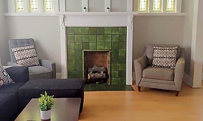 Living Room, 2002 E Newberry Blvd, 1