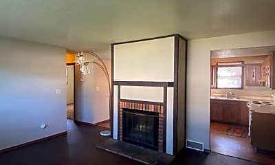 Living Room, 4600 S Louise Ave, 1
