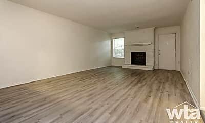 Living Room, 2601 Penny Ln, 2