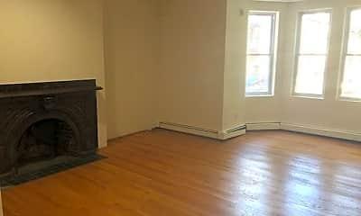 Living Room, 921 St Paul St, 2