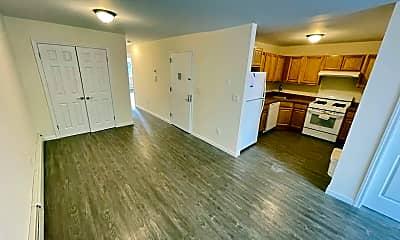 Living Room, 1811 Hunt Ave 3, 0