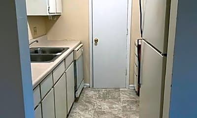Bathroom, 1004 N Oak St, 1
