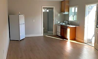 Living Room, 998 Sueirro St, 0