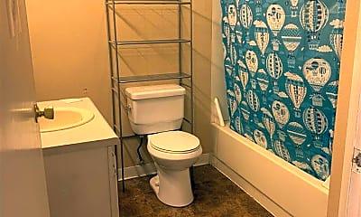 Bathroom, 1622 Turner St C, 1