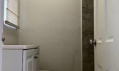 Bathroom, 424 N Federal Hwy, 2