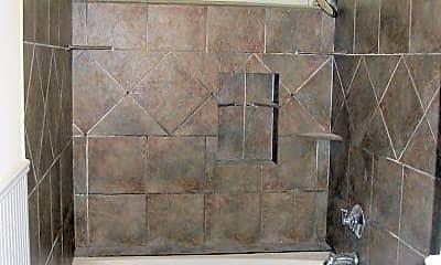 Bathroom, 632 W Prospect St, 2