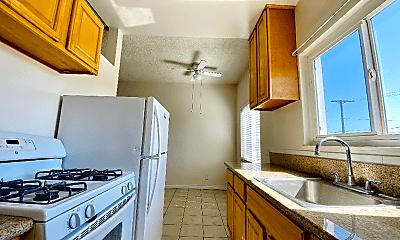 Kitchen, 2043 Cloverfield Blvd, 2