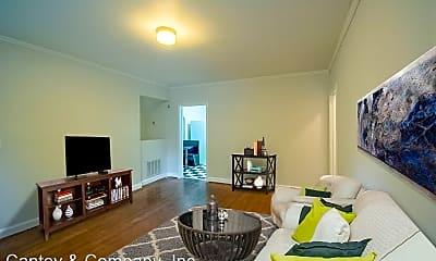 Living Room, 108 S Waccamaw Ave, 1
