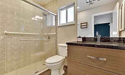 Bathroom, 3381 NE 8th Ave, 2