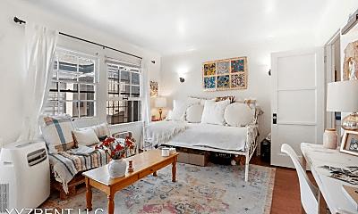 Living Room, 813 1/4 W 30th St, 1