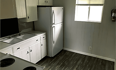Kitchen, 928 S Stewart St, 2