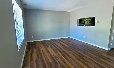 Living Room, 422 N 18th Ave, 1