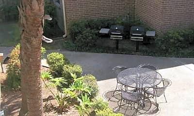 Metairie Lake Apartments, 1