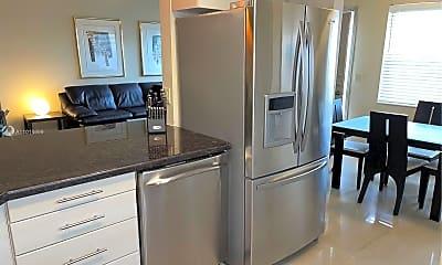 Kitchen, 467 Golden Isles Dr 310, 1