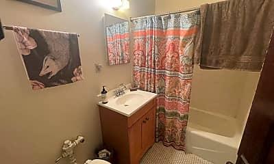 Bathroom, 2615 N Cramer St, 2