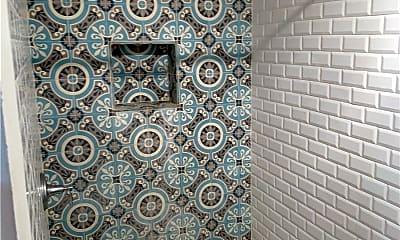 Bathroom, 299 Vanderbilt Ave 4, 2