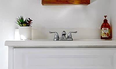 Bathroom, 2815 W 7th St, 2