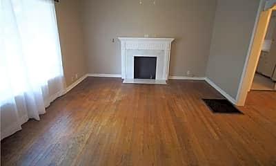 Living Room, 806 Buckalew St, 1