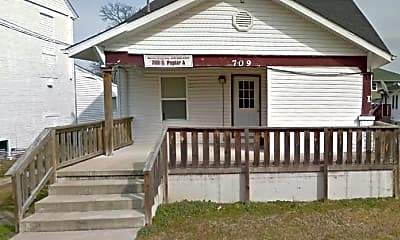 Building, 709 S Poplar St, 0