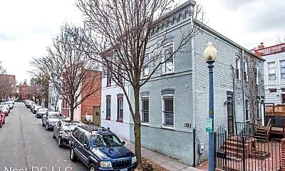 Building, 636 Pickford Pl NE, 1