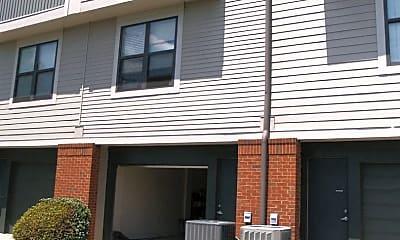 Building, 546 N McDowell St, 1