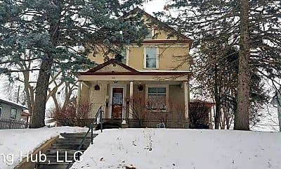 Building, 1831 NE Benjamin St, 1