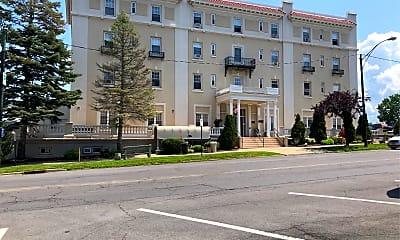 Pontiac Terrace Apartments, 1