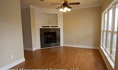 Living Room, 121 Edgewood Blvd, 1