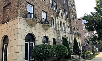 Ritz Apartment, 2