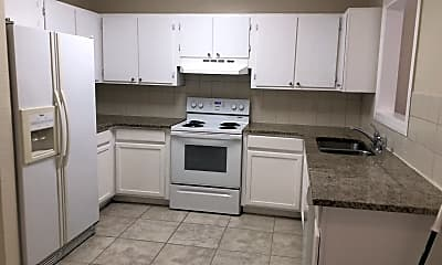 Kitchen, 618 NW Cardinal Dr, 1