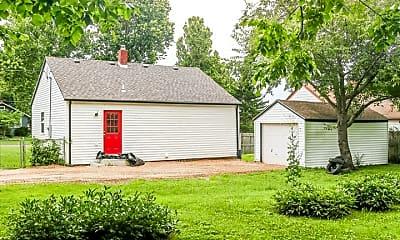 Building, 1700 E McDaniel St, 2