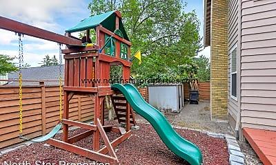 Playground, 9 Falstaff, 2